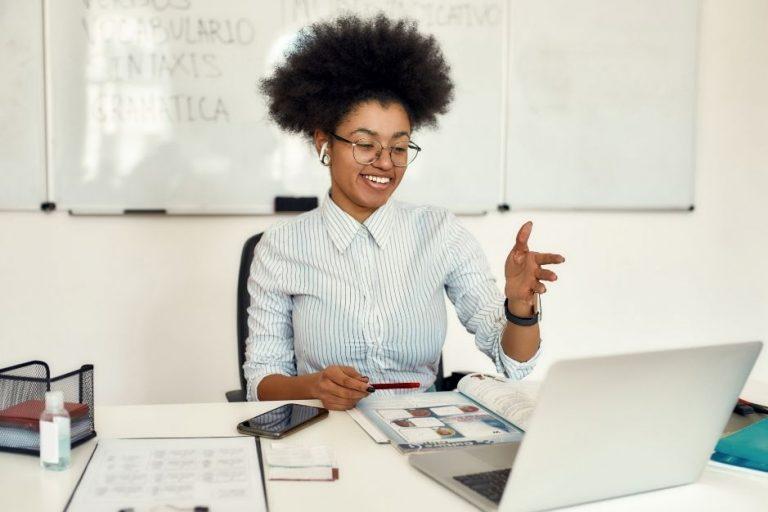 Cursos de español online Entrelenguas hub de españól online aprender academia webinars tutores profesores nativos