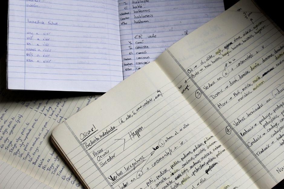 Cursos de español online hub de españól online aprender academia webinars tutores profesores nativos Entrelenguas